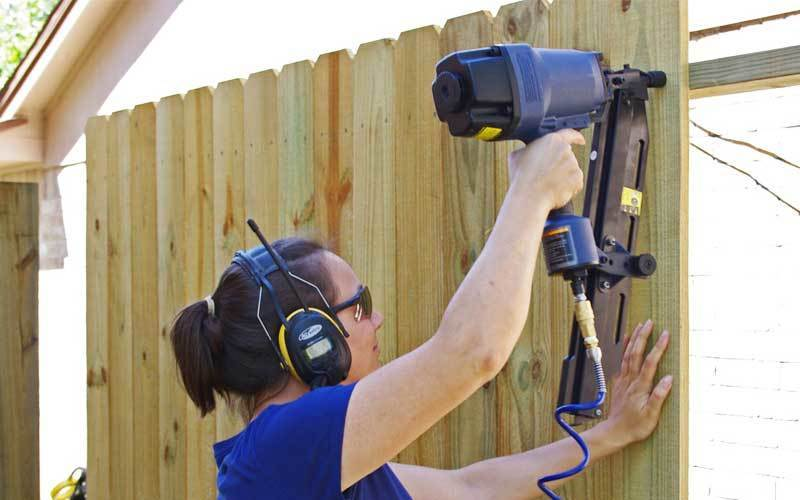 how to fencing using nail gun